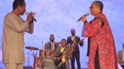 Onyeka Onwenu, King Sunny Ade unite on stage as KSA's guitar sold for N52.3m