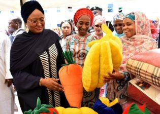 Kano Visit: Aisha Buhari, joined by Emir of Kano, Sanusi II, says 8-yr-old rape victim must get justice