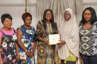 NAWAOJ LAGOS STATE CHAPTER VISITS AMBODE'S WIFE