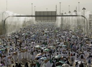 2017 Hajj: Pilgrims converge on Muna ahead of Arafat