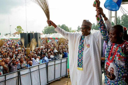 Buhari-in-Anambra-with-candidate-Nwoye.jpg