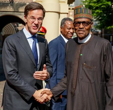 PMB-with-Netherlands-PM-in-handshakes.jpg