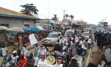 BREAKING: Heavy protest in Ilorin as Kwara people ask Saraki to declare his new party, resign as Senate President
