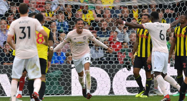 Manchester-United-Chris-Smalling-Celebrates-With-Pogba-Matic.jpg