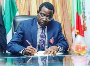 State Pardon: Families renew  pleas for President Buhari's mercy to forgive, forget, pardon Gen. Olanrewaju, late Col. Akinyode, Col. Jando, as Plateau Governor pardons 4 prisoners as New Year gift