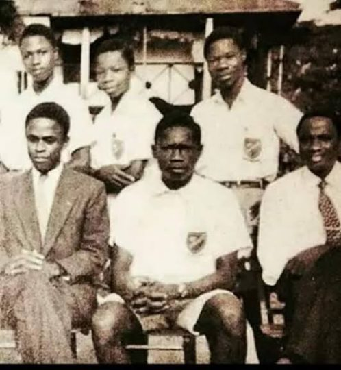 Abiola-and-schoolmates.jpg