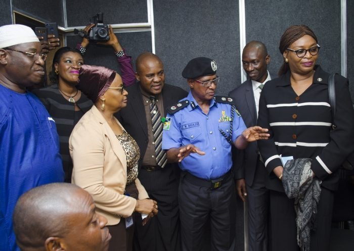 policemen_collecting_bail_money_from_suspects_are_kidnappers_a_C2_80_lagos_cp.jpg