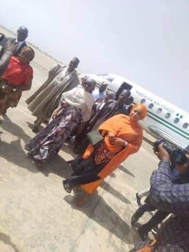 Hanan-Buhari-middle-leaves-the-Presidential-jet-.jpg